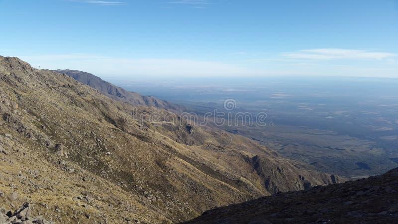Visión superior desde la montaña del rdoba del ³ del cÃ, la Argentina foto de archivo