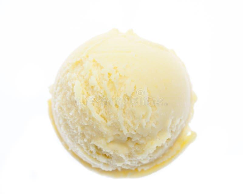 Visión superior desde una sola bola del helado de la piña sin la decoración aislada en el fondo blanco imagen de archivo
