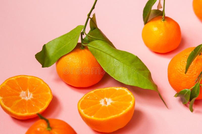 Visión superior para una composición con los mandarines foto de archivo