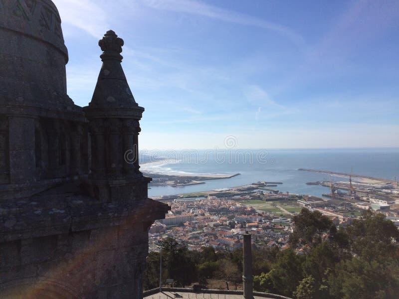 Visiónes desde una esquina ocultada de la basílica de Santa Luzia fotos de archivo