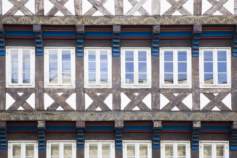 Visi?n en las ventanas tradicionales de Hannover, Alemania imágenes de archivo libres de regalías