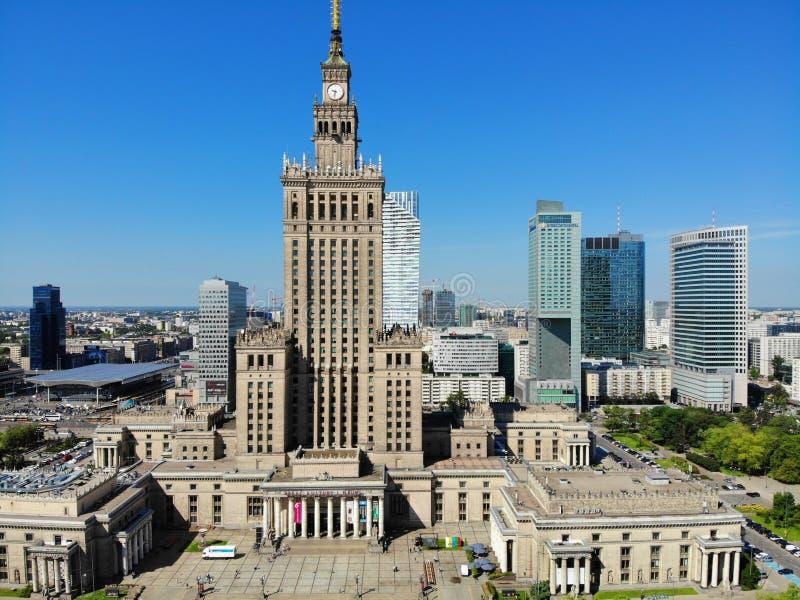 Visi?n que sorprende desde arriba La capital de Polonia Gran Varsovia centro de ciudad y surrondings Foto aérea creada por el abe fotos de archivo libres de regalías