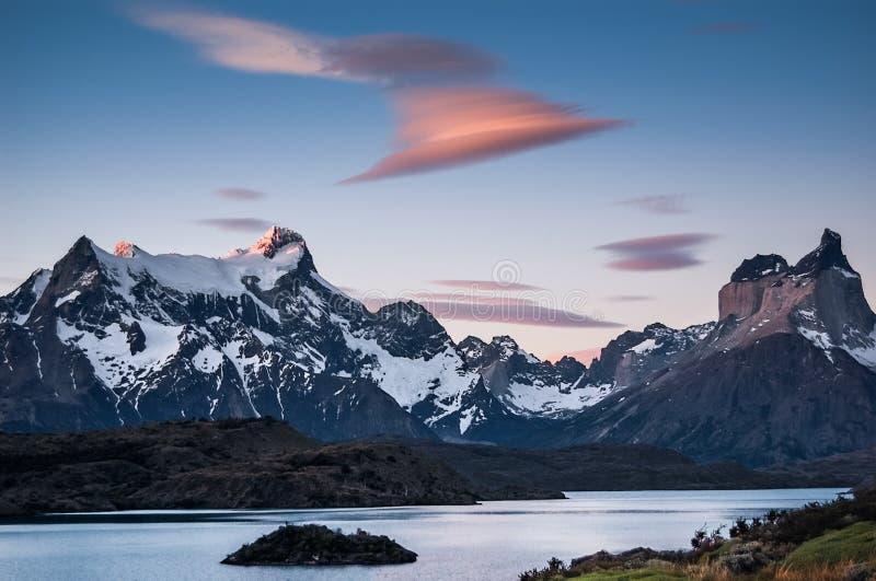Visibilité directe Cuernos et Monte Almirante Nieto photos libres de droits