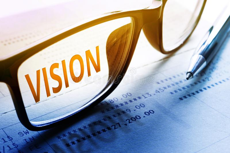 Visiewoord op glazen Voor zaken en financieel, investering stock foto's