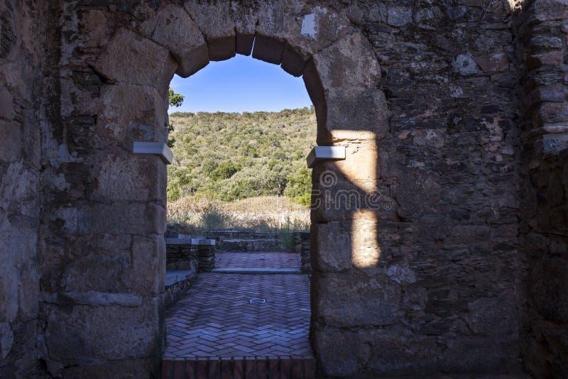 Visigothic Basiliek van Santa Lucia del Trampal, Alcuescar, Spanje royalty-vrije stock foto