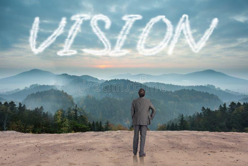 Vision gegen szenische Landschaft mit Bergen lizenzfreie stockfotografie