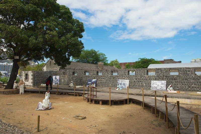 Visita Aapravasi Ghat dos povos, o complexo de construção colonial do depósito histórico da imigração em Port Louis, Maurícias imagens de stock royalty free