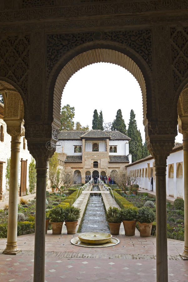 Visita Alhambra dos turistas foto de stock royalty free