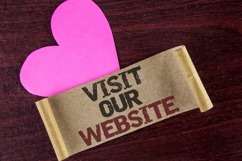 Visita di rappresentazione della nota di scrittura il nostro sito Web Foto di affari che montra collegamento della pagina Web del immagine stock