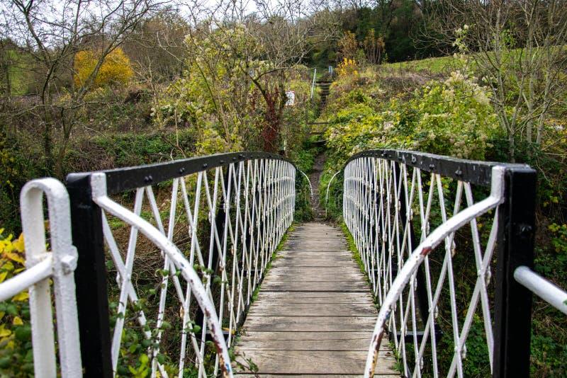 Visita il ponte pedonale del giubileo sul canale Tamigi e Severn a Thrupp, Stroud fotografie stock