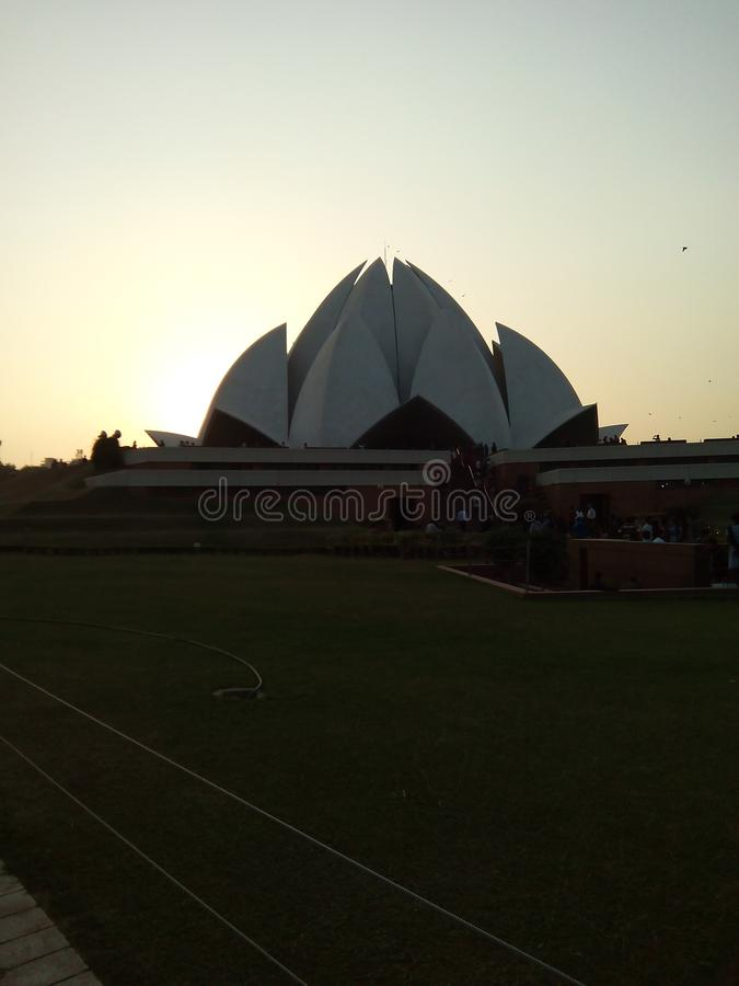 Visita india de los estudiantes en templo de los lotas fotos de archivo