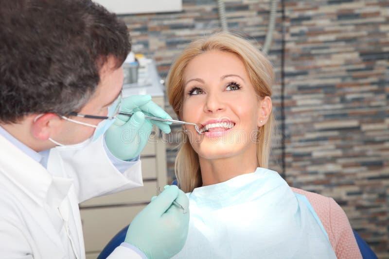 Visita no dentista imagem de stock royalty free