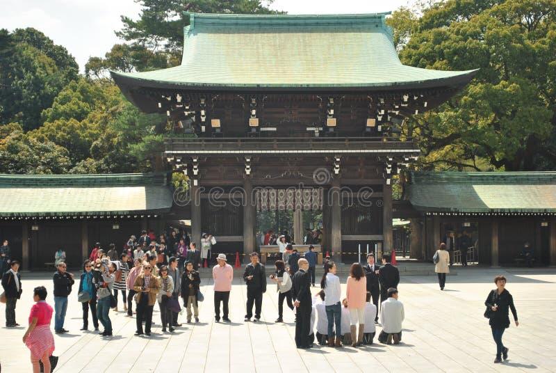 Visita turística Meiji Jingu Shrine foto de archivo