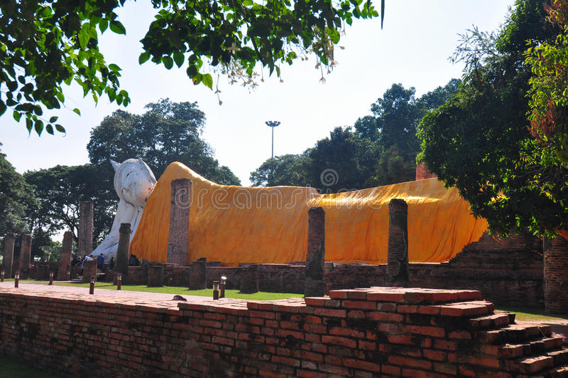 Visita Wat Khun Inthapramun, Ang Thong Province, Thailan dei turisti fotografia stock