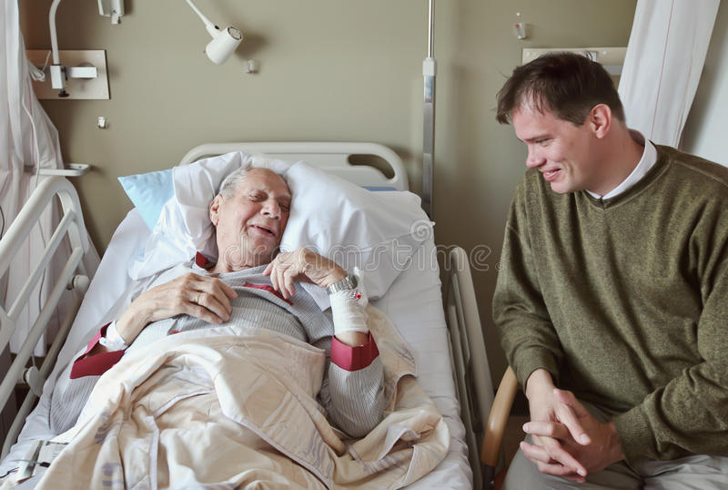 Visitante no hospital imagens de stock