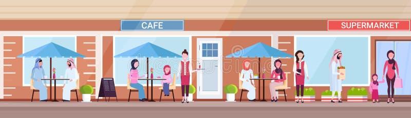 Visitantes árabes de la gente que sientan a los clientes árabes de la tienda del café del verano que llevan a cabo compras delant libre illustration
