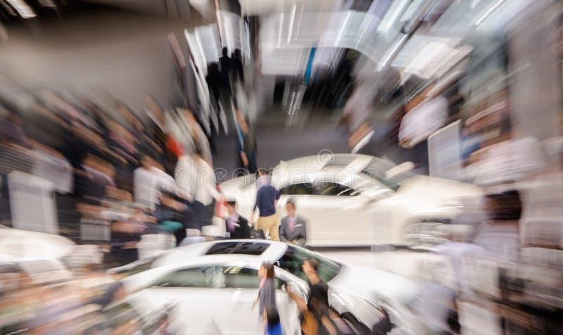 Visitantes chinos del lanzamiento del enfoque al auto de Guangzhou  imagen de archivo