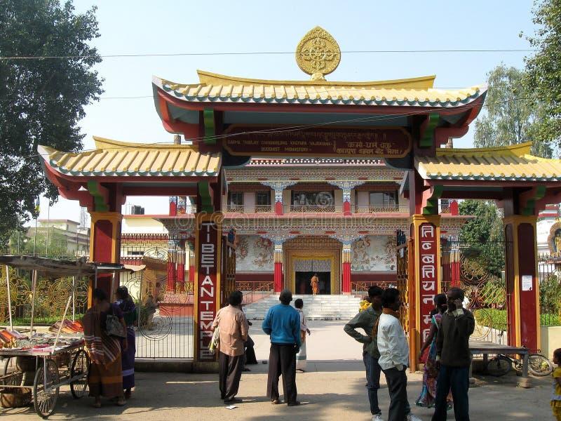 Visitantes em Karma Tharjay Chokhorling Tibetan Monastery Bodh Gaya India fotografia de stock