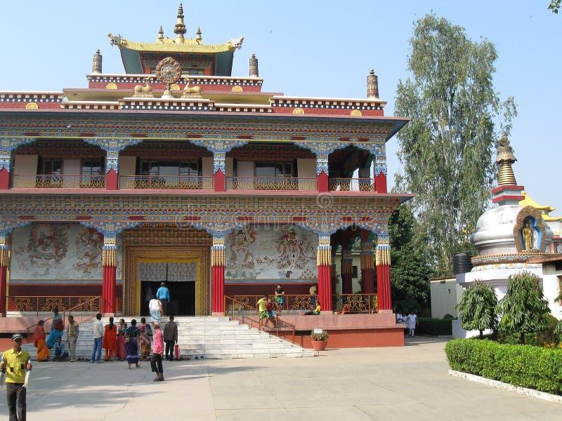 Visitantes em Karma Tharjay Chokhorling Tibetan Monastery Bodh Gaya India fotos de stock royalty free