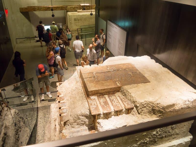 Visitantes en el museo del 11 de septiembre en New York City foto de archivo