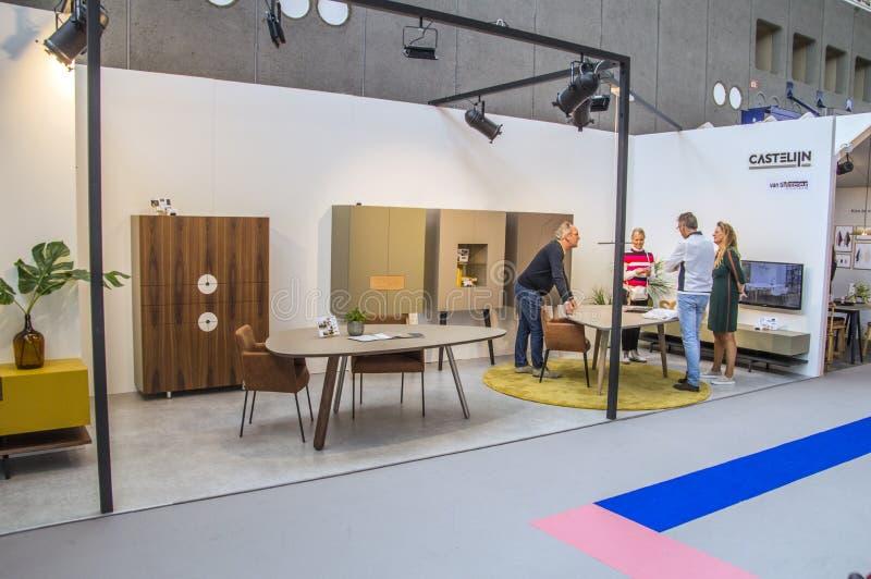 Visitantes en el VT Wonen y la exposición de Beurs del diseño en el Rai Amsterdam compleja el 2018 holandés fotos de archivo libres de regalías