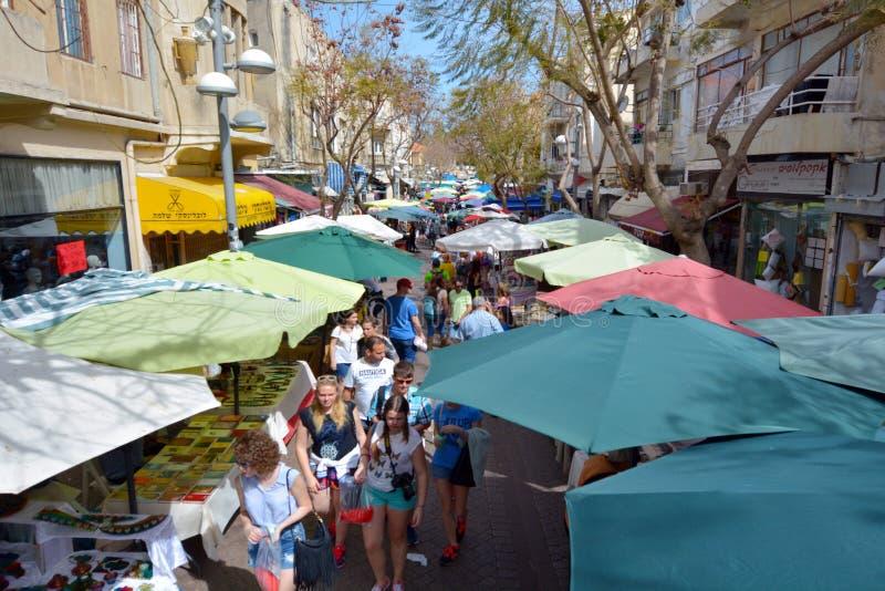 Visitantes en Nachalat Binyamin Pedestrian Mall en Tel Aviv, Israe fotos de archivo libres de regalías