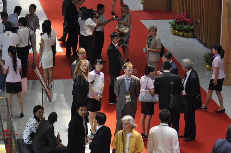 Visitantes na exposição internacional fotos de stock royalty free