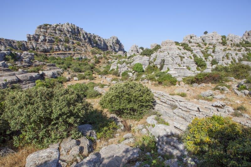 Visitantes que andam pelo parque natural de Torcal, Espanha fotografia de stock