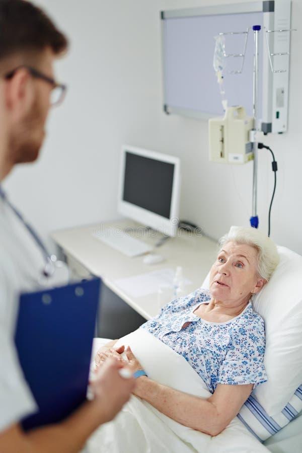 Visitar a un paciente fotos de archivo