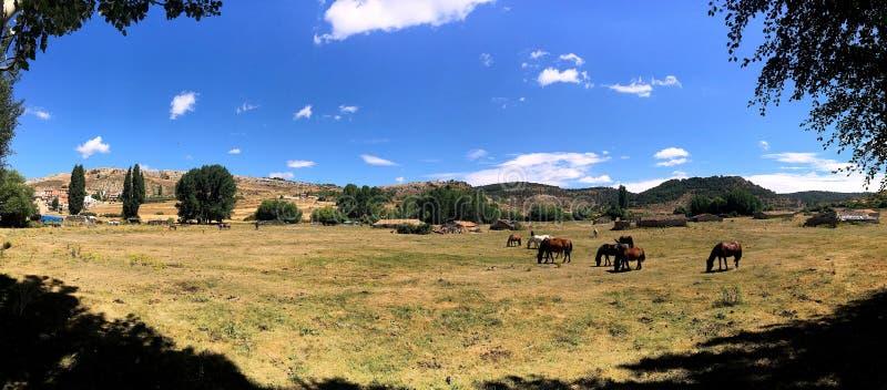 Visite aux montagnes chaleureuses de Teruel images stock