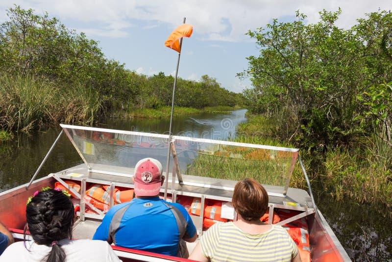 Visite de bateau d'air des marais photos libres de droits