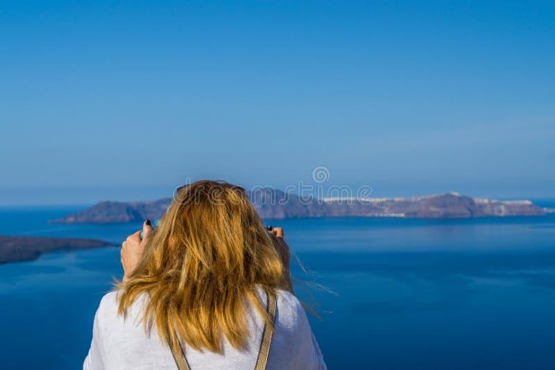 Visite de l'île blanche célèbre de Santorini en Grèce photographie stock