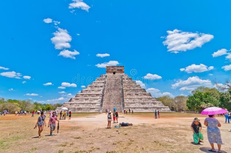 Visite de touristes Chichen Itza - Yucatan, Mexique image libre de droits