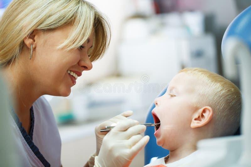 Visite dentaire de bureau images stock