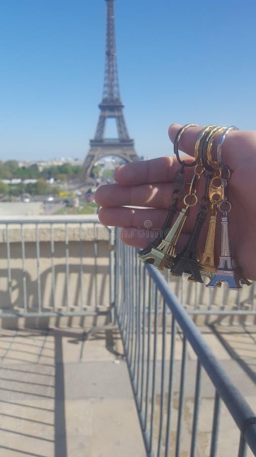 visite Eiffel avec la petite stat photo stock