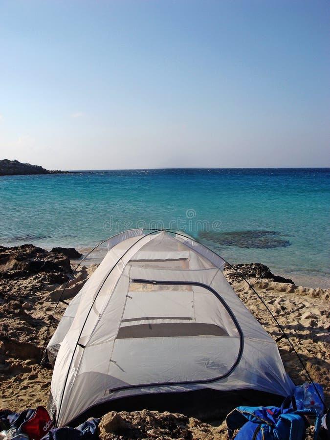 Visite grecque campante stupéfiante d'île de Karpathos tout autour des impressions fines de papiers peints de milieux photo libre de droits