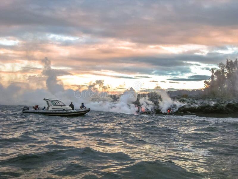 Visite Hawaï de bateau de lave photo stock