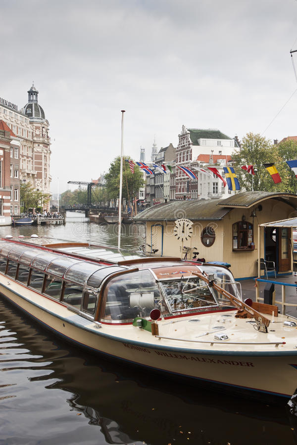 Visite o barco nomeado para o rei holandês, Amsterdão fotografia de stock