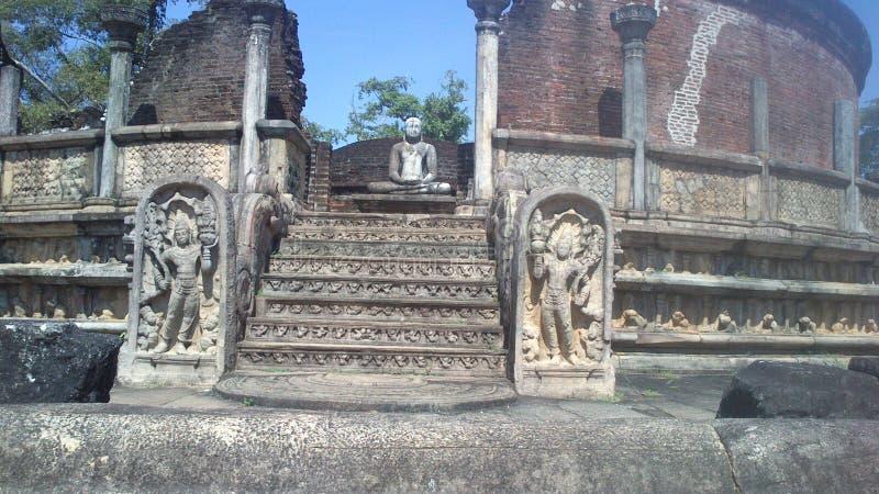 Visite religieuse Anuradhapura Sri Lanka de Budhism photographie stock libre de droits