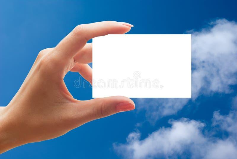 Visitenkarte in einer menschlichen Hand lizenzfreies stockbild