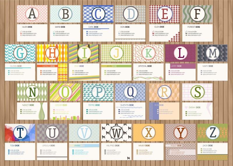 Visitenkarte mit Alphabetbuchstaben auf einem hölzernen Hintergrund vektor abbildung