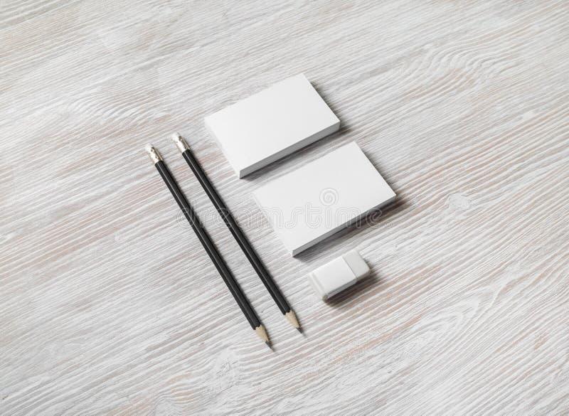 Visitenkarten, Bleistifte, Radiergummi lizenzfreie stockbilder