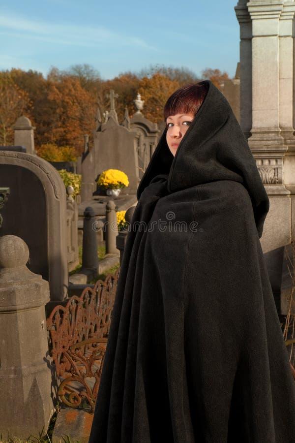 Visiteur de cimetière photos libres de droits