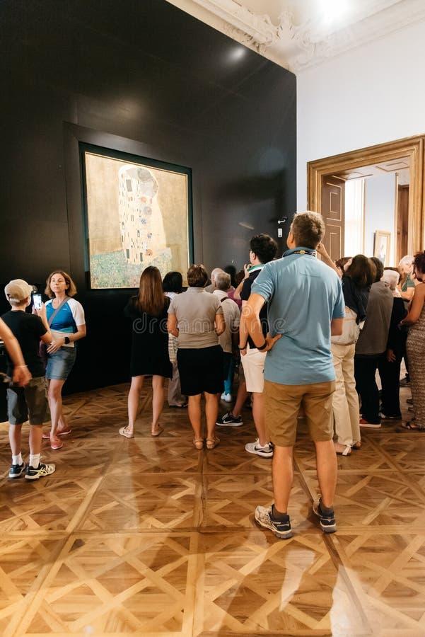 Visiteurs dans le palais de belvédère à Vienne photographie stock libre de droits