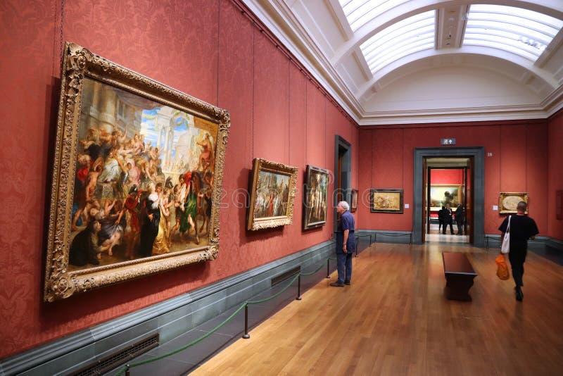 Visiteurs de musée de Londres images stock