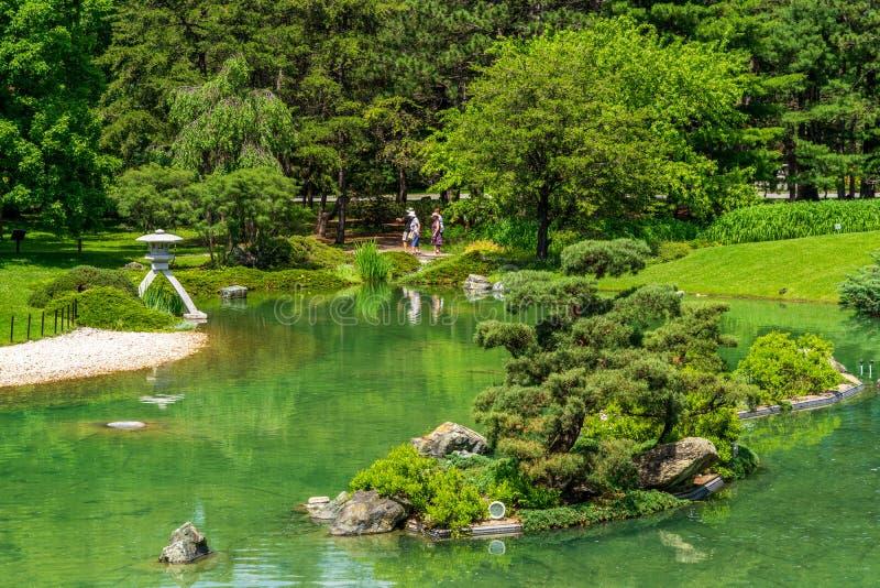 Visiteurs japonais de jardin au jardin botanique de Montréal photos libres de droits