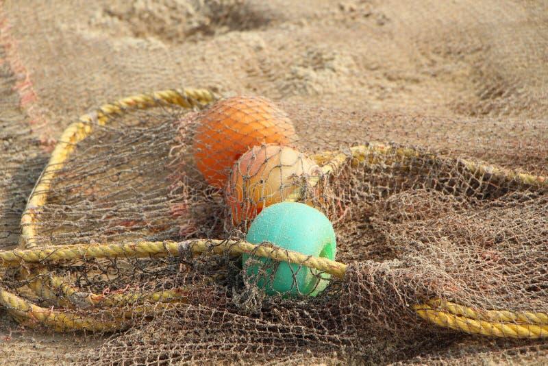 Visnet en kleurrijke vlotters stock afbeelding
