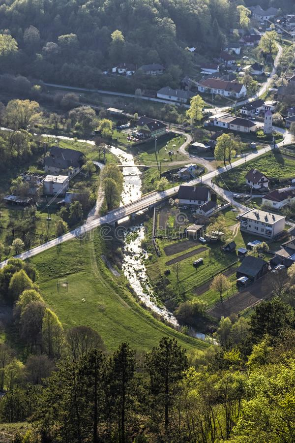 Visnove by från den Cachtice slotten, Slovakien royaltyfri fotografi