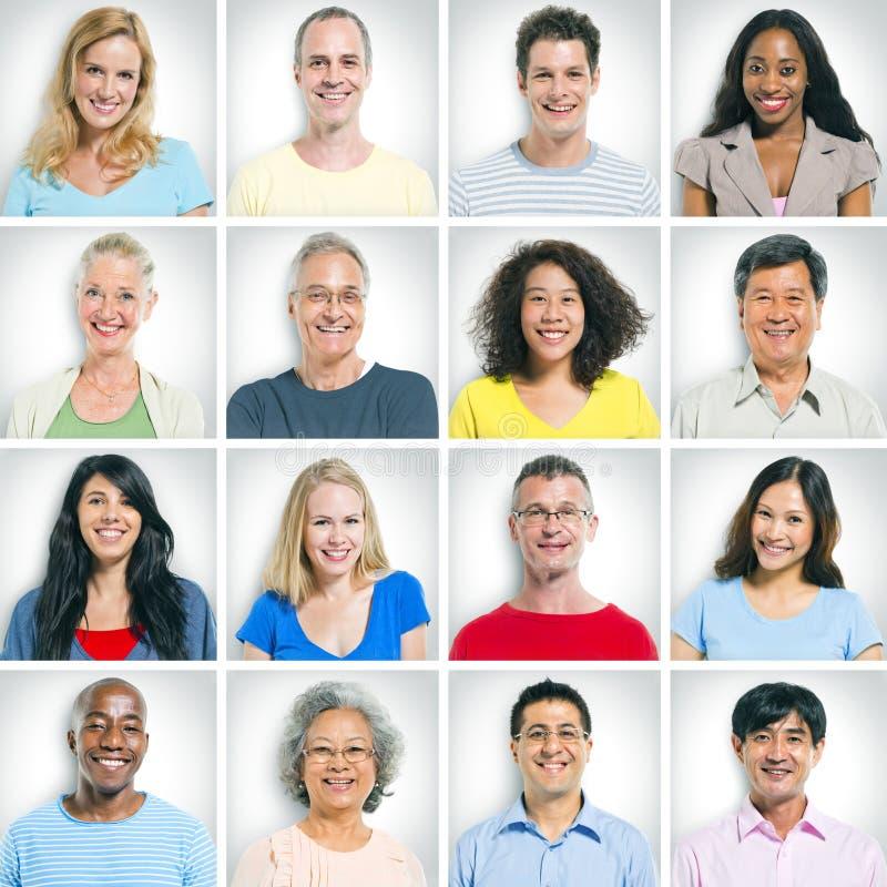 Viso umano in una fila su bianco immagine stock