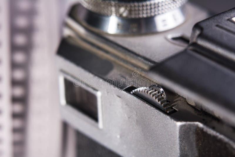 Visor do close-up de uma câmera velha do filme foto de stock